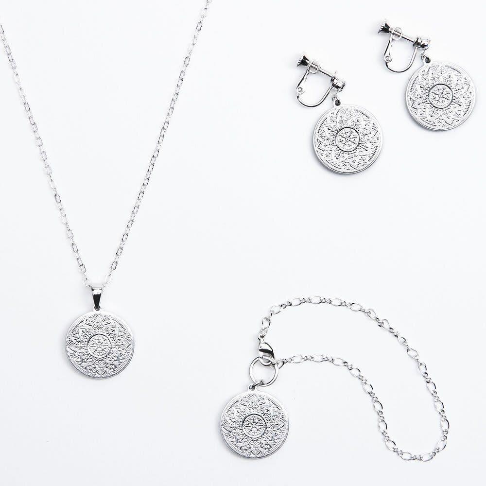 『[cocur]Sora(コクール・宙)』:かなで 左:ネックレス 中央:バッグチャーム 右:イヤリング