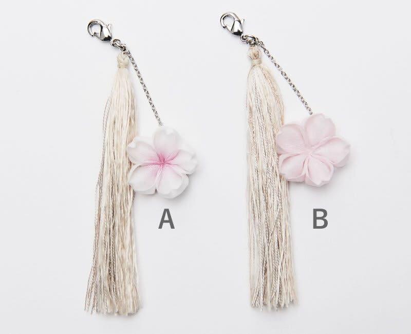 ひとつずつ手作りの 桜のつまみ細工と 桜の木で染めた絹糸タッセルをご提供