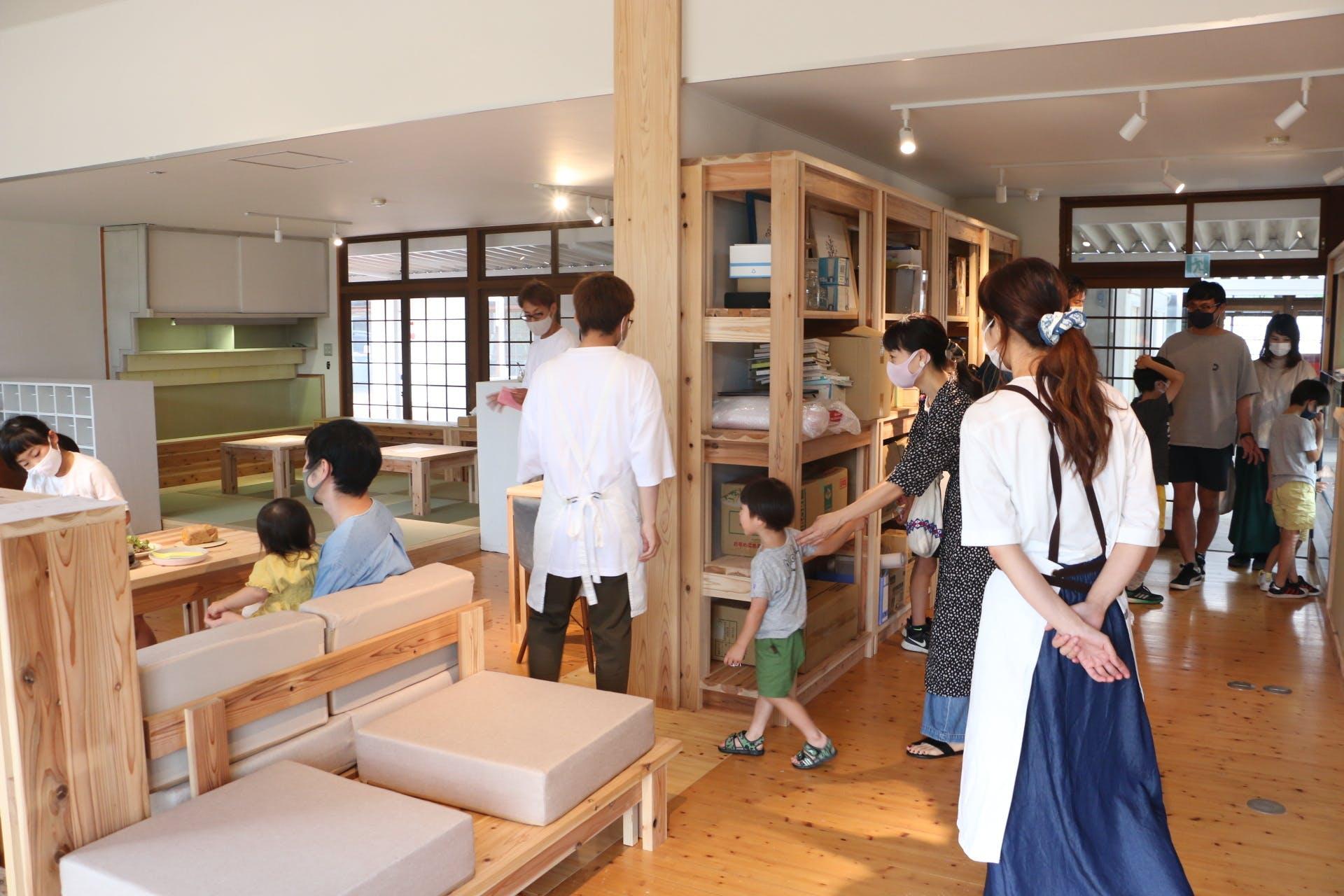 キッチン ヒトトゴハン接客風景