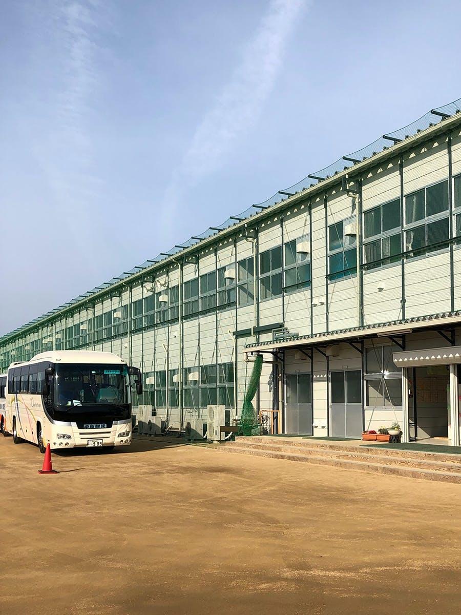 真備東中学校仮設校舎と通学バス・2019年3月