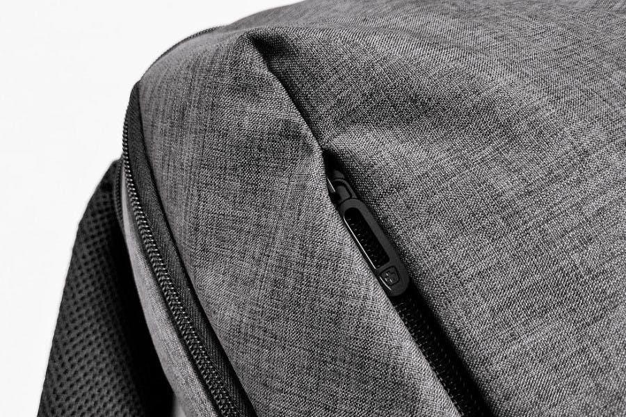 aa33e3379b スタイリッシュでクールなデザインで大人気!クールグレイとマット調の合成皮革のブラックが絶妙なハーモニー!