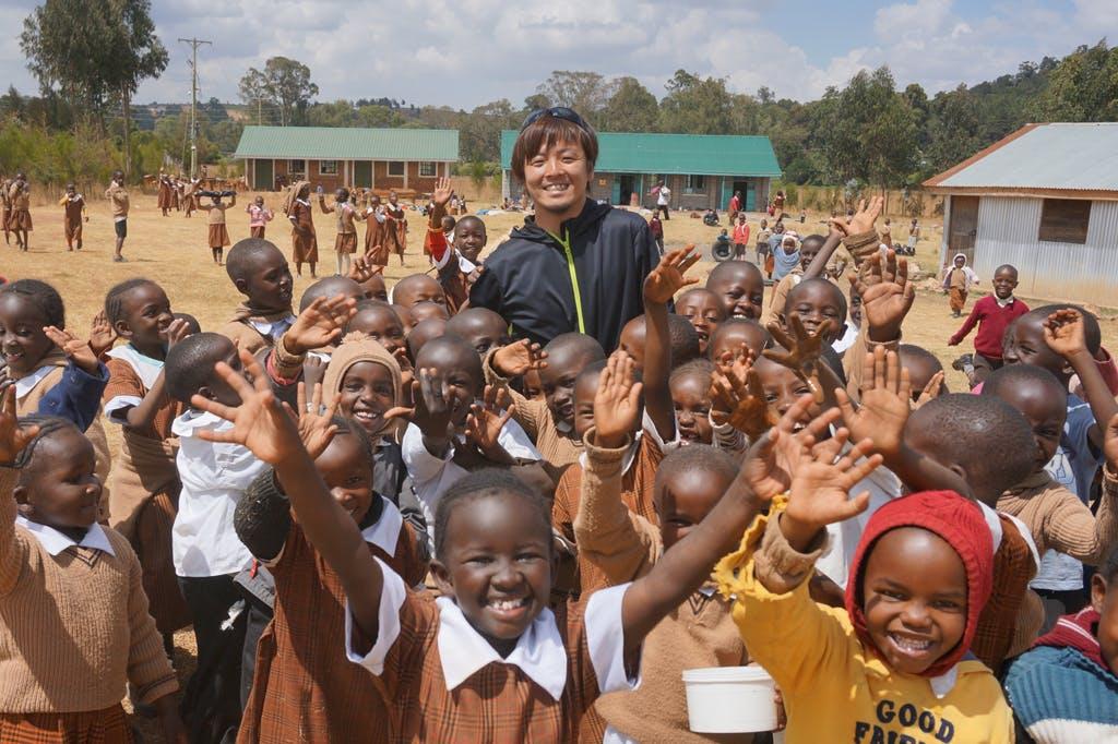 西﨑オーナーと地域の子供たち