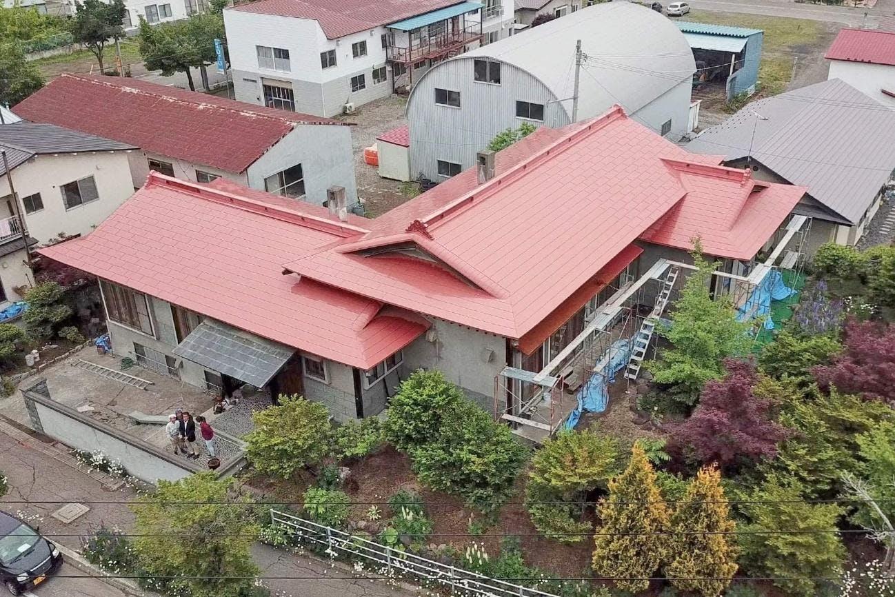 建物, 屋根 が含まれている画像  自動的に生成された説明