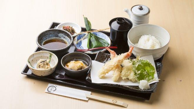 大人気看板メニューの天ぷらランチセット