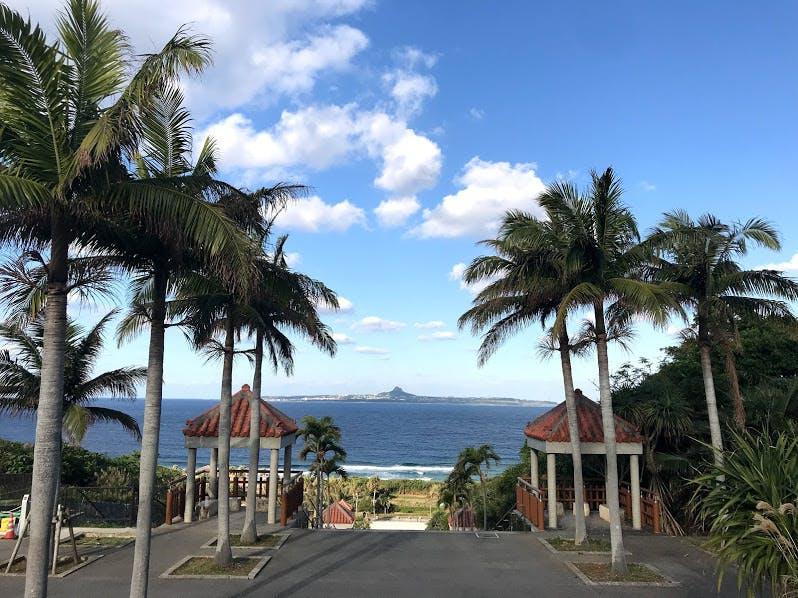 沖縄海洋博公園から眺める伊江島タッチュー