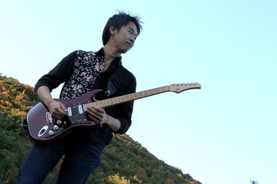 池田市出身でギタリスト、作曲家として活動している田中薫さんです ...