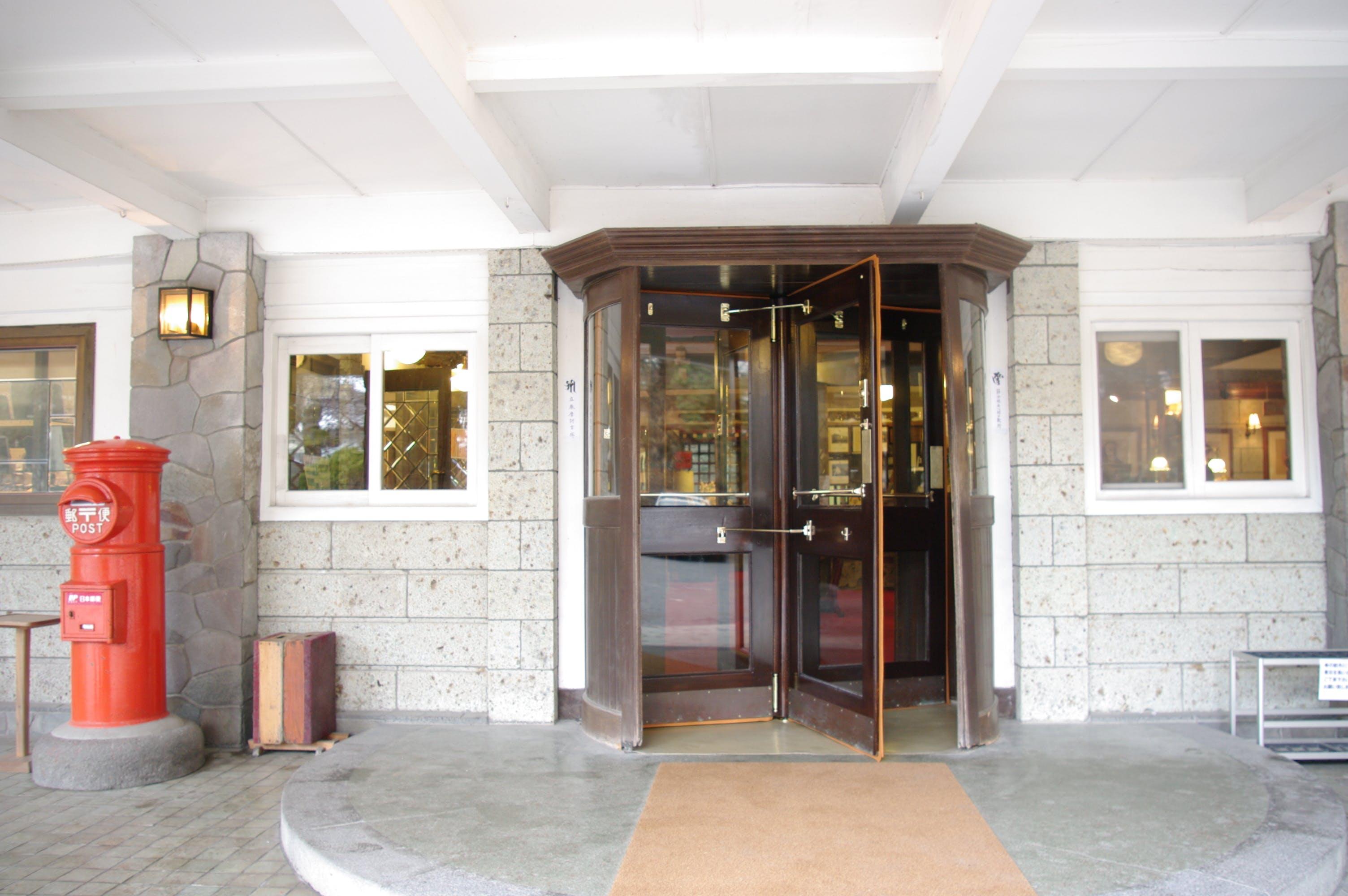 金谷ホテル回転ドア