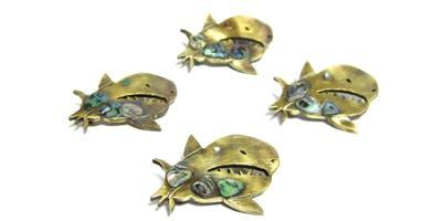 ジンベエザメのブローチ