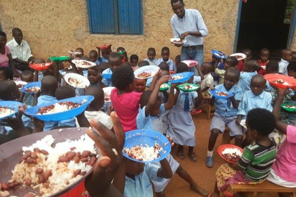 (アフリカ・ルワンダ)Family Vision Foundationの支援