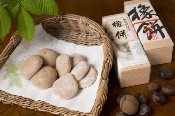 "<label class=""project-name"">橡餅食べて三段峡を感じよう</label>"
