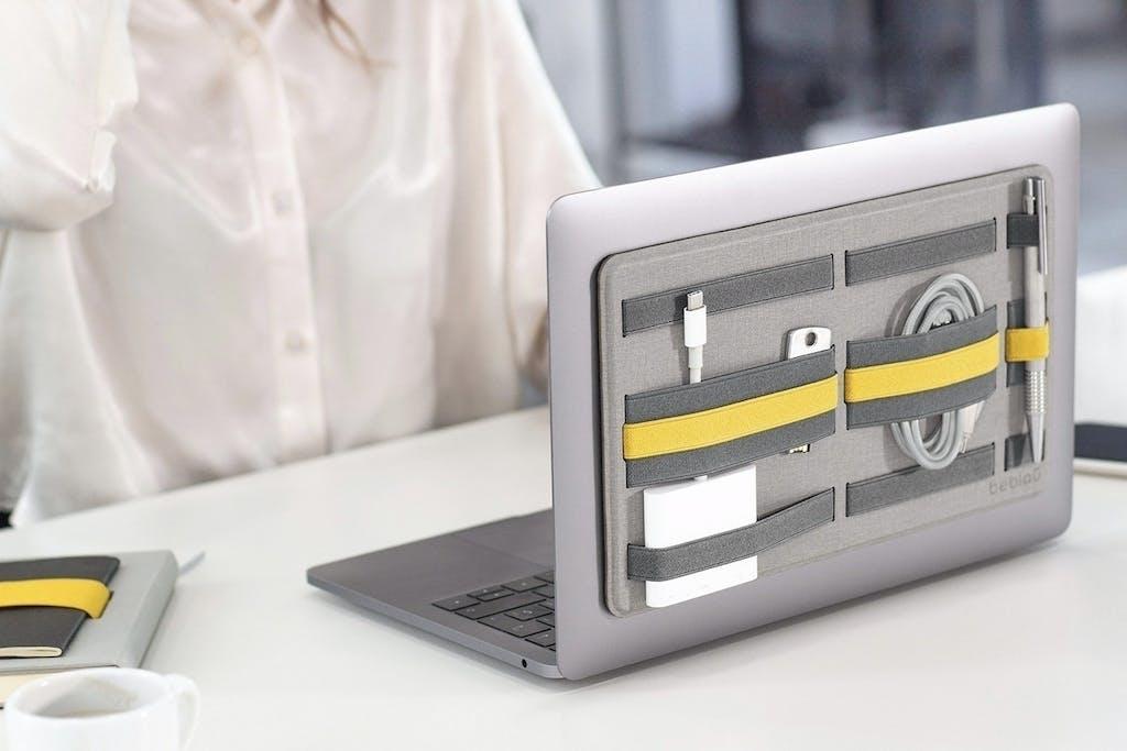 ケーブルやガジェットはノートPCに装着!小物オーガナイザー「SHIFT 」