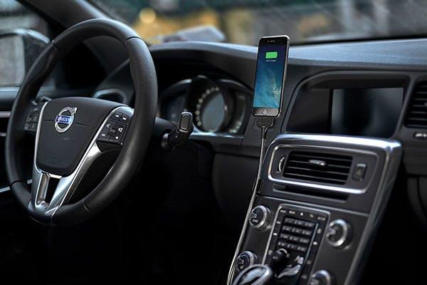 車内で自立するiPhone用ケーブル「BOBINE AUTO(ボビンオート)」